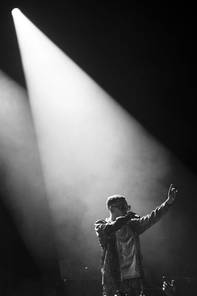 ICO sur scène lors de son concert à Paris en février 2020 noir et blanc