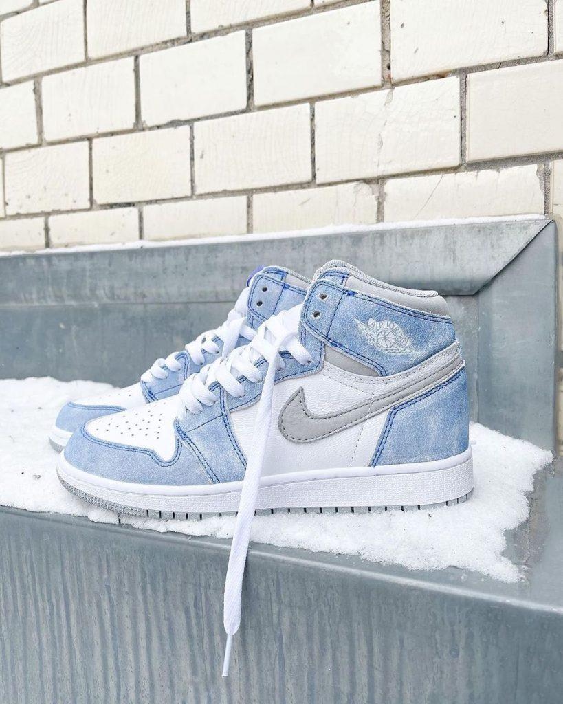 Nike-Air-Jordan-1-High-OG-Hyper-Royal-2021